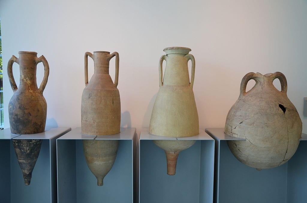 Ancient Roman wine amphorae Museum_het_Valkhof,_Nijmegen_(Netherlands)_(9567137483)