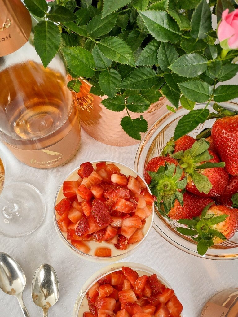 Panna cpotta strawberries poema cava