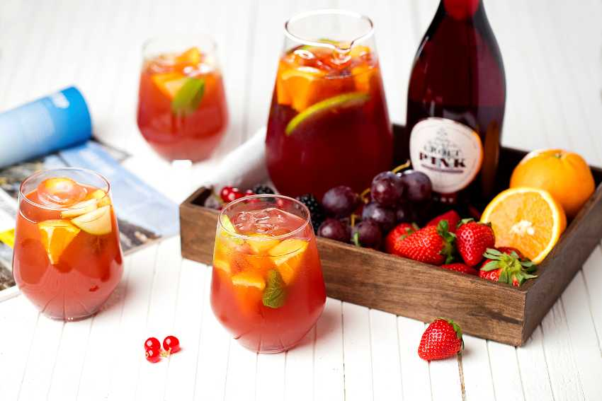 Add all the ingredients to a 1,5l pitcher. Serve over lots of ice. Use slices of lemon and orange, apples, or any other seasonal fruit you desire. Garnish: Slices of seasonal fruits Glass: rocks