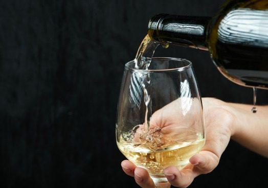 Medium Gold Chardonnay Wine