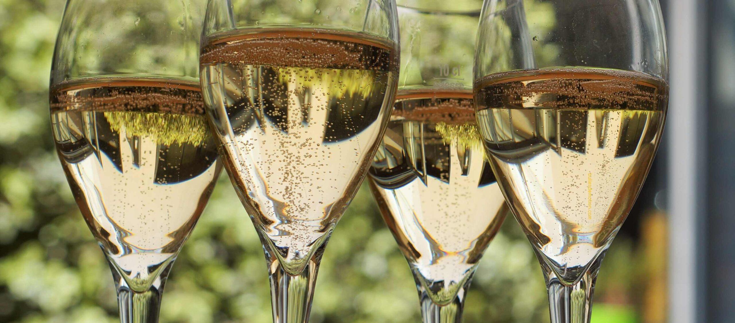 Pale gold sparkling Chardonnay