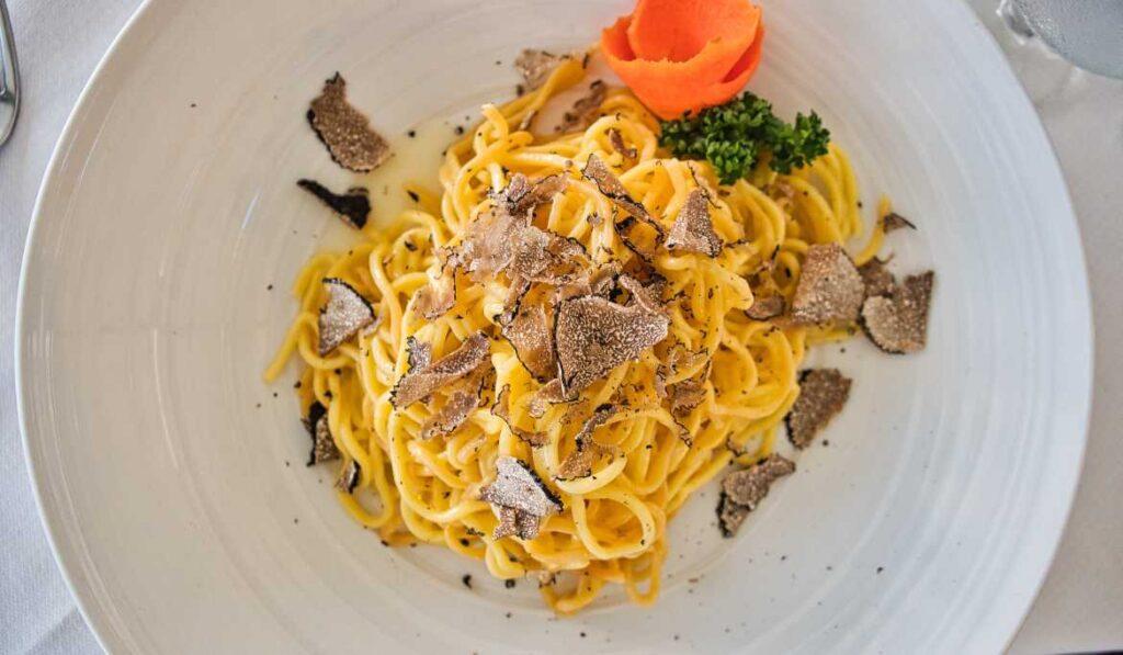 Fresh pasta and truffle