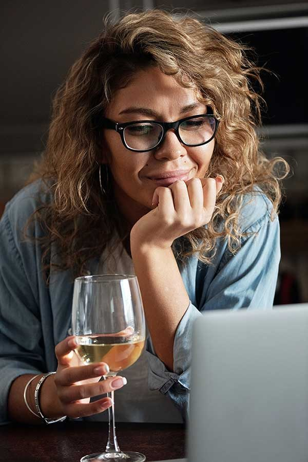 Woman reading Wine 365 email